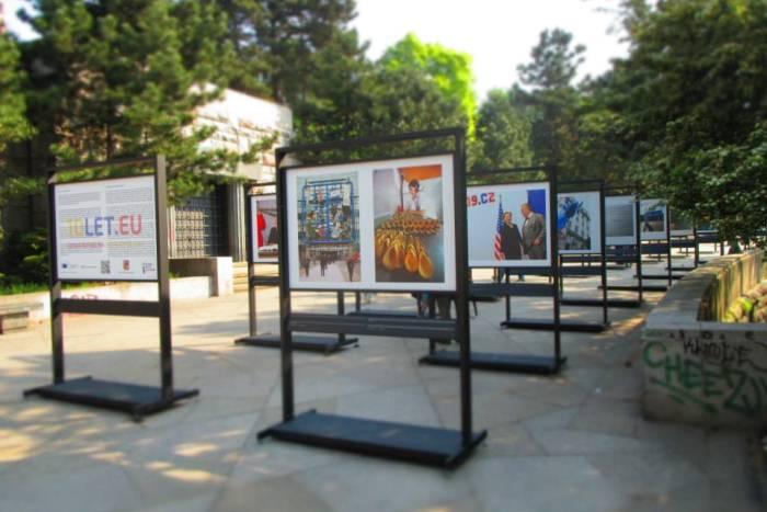 Výstava fotografií 10 let ČR v EU, Letná © Opona
